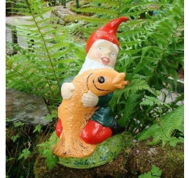 Garden gnome water fountain by Pixieland