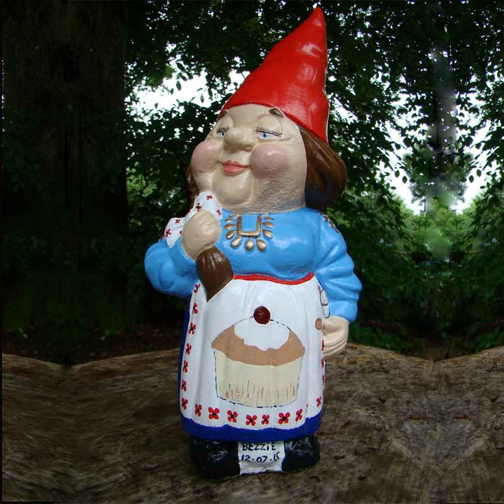 cake maker gnome joan