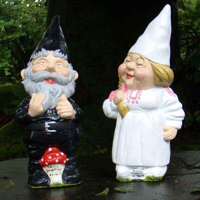White/Pink bride wedding couple gnomes